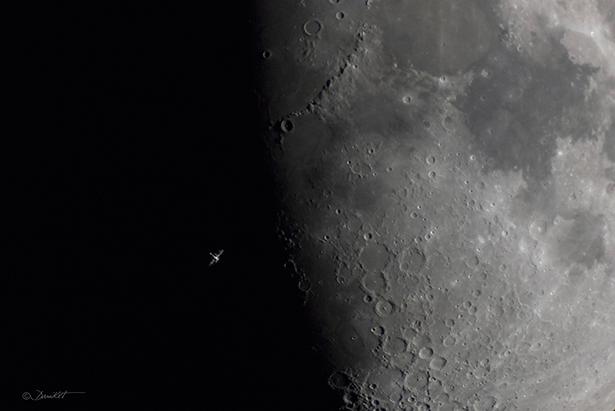 Tránsito de la ISS por la Luna